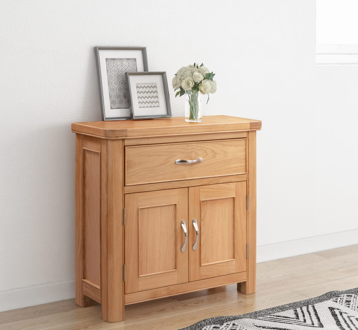 110 01 Chatsworth Compact Sideboard 1 Drawer 2 Doors Feature