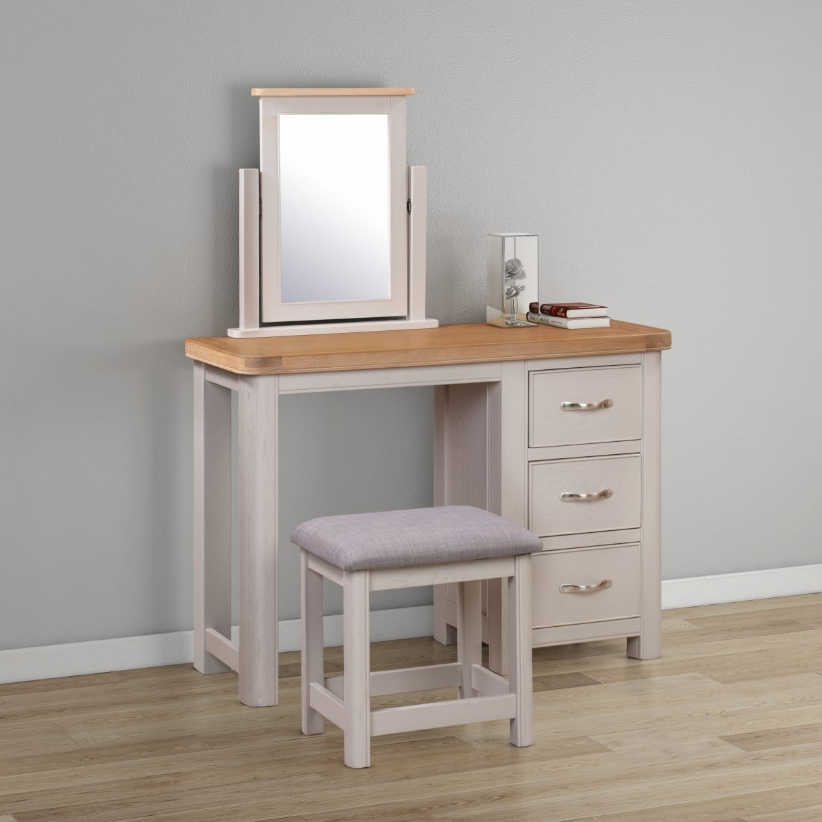 84 24 Chatsworth Painted Dressing Table Set feature