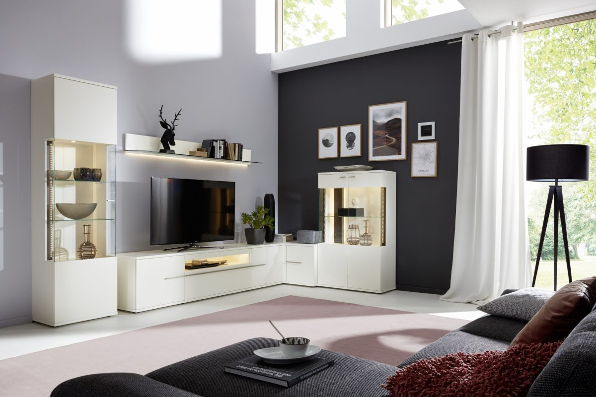 AT82 in white and anthracite lacquer