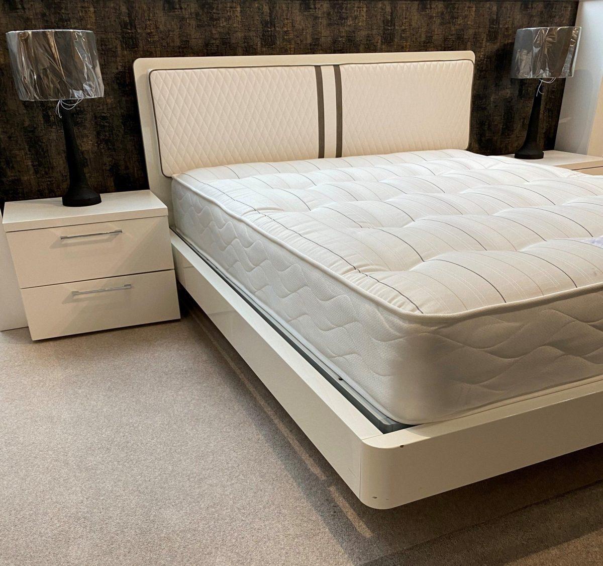 Dama Bianca Bed Side
