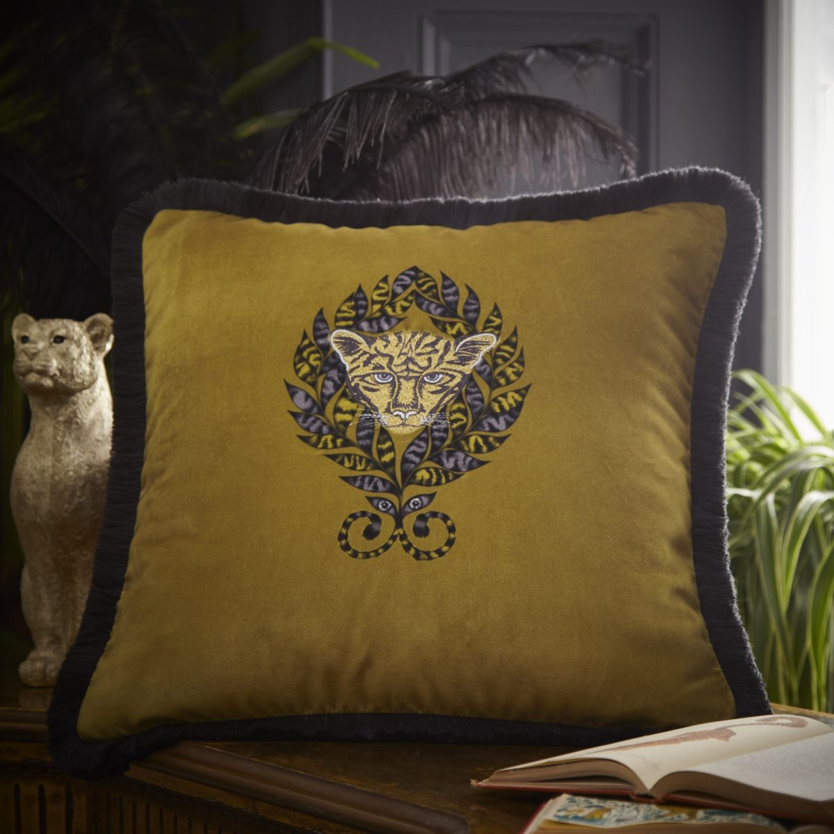 Emma Shippley Amazon Cushion 02 No Usm
