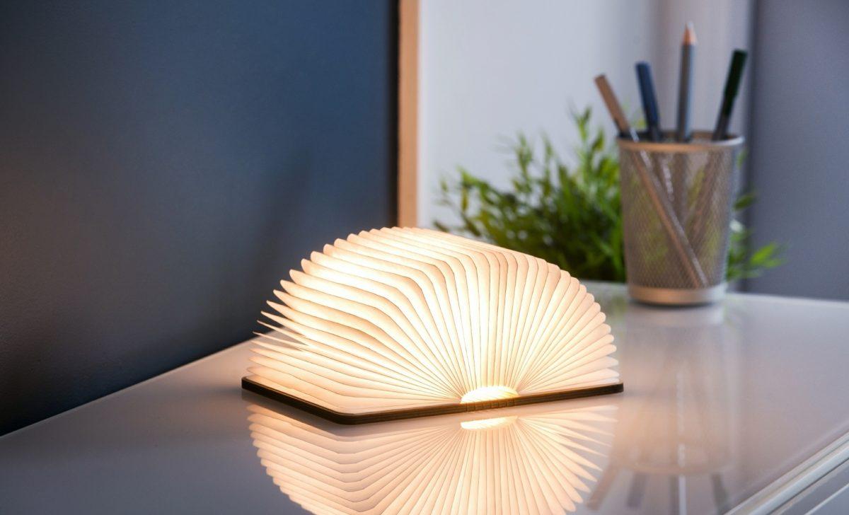 Gingko Smart Book Light Natural Wood15