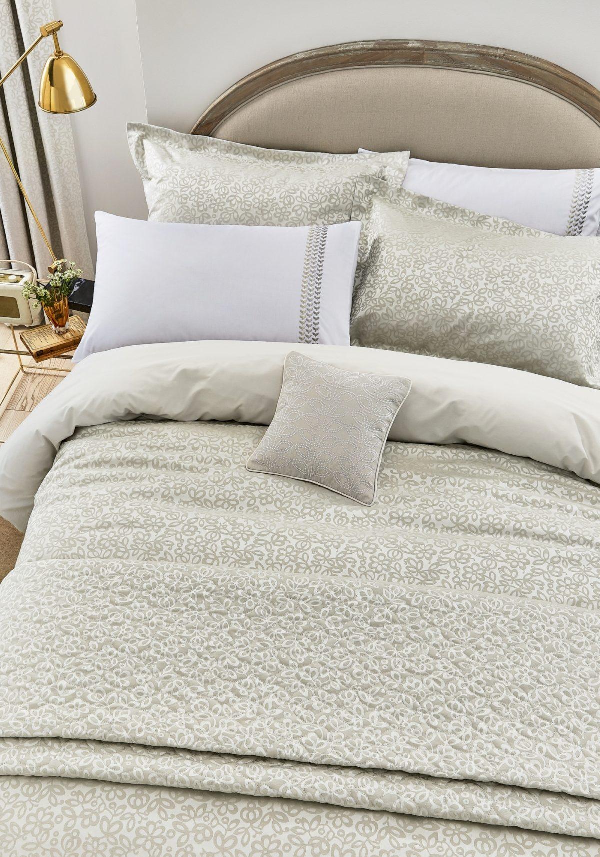 Helena Springfield Laurel Linen Main Bed Hr