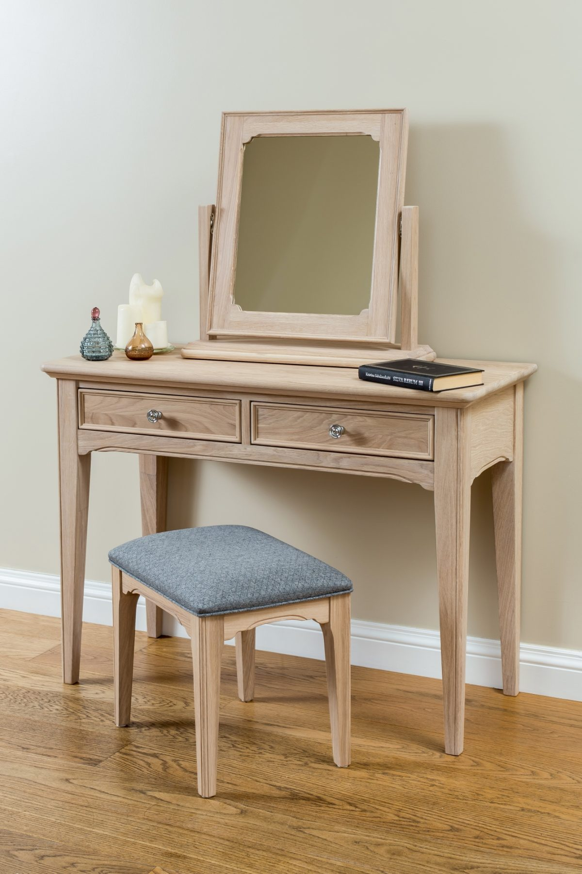 NE dressing table stool