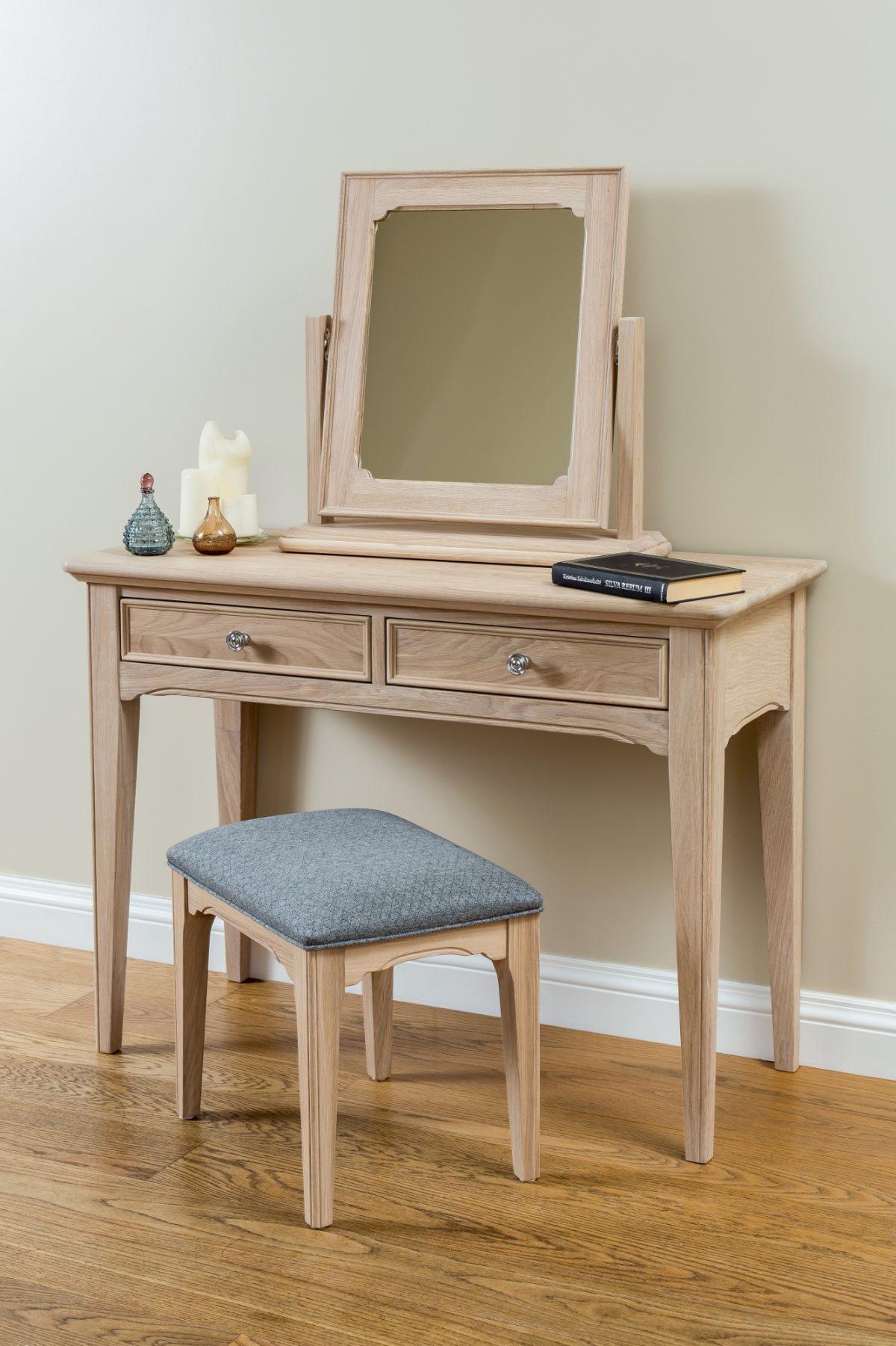 NE dressing table stool