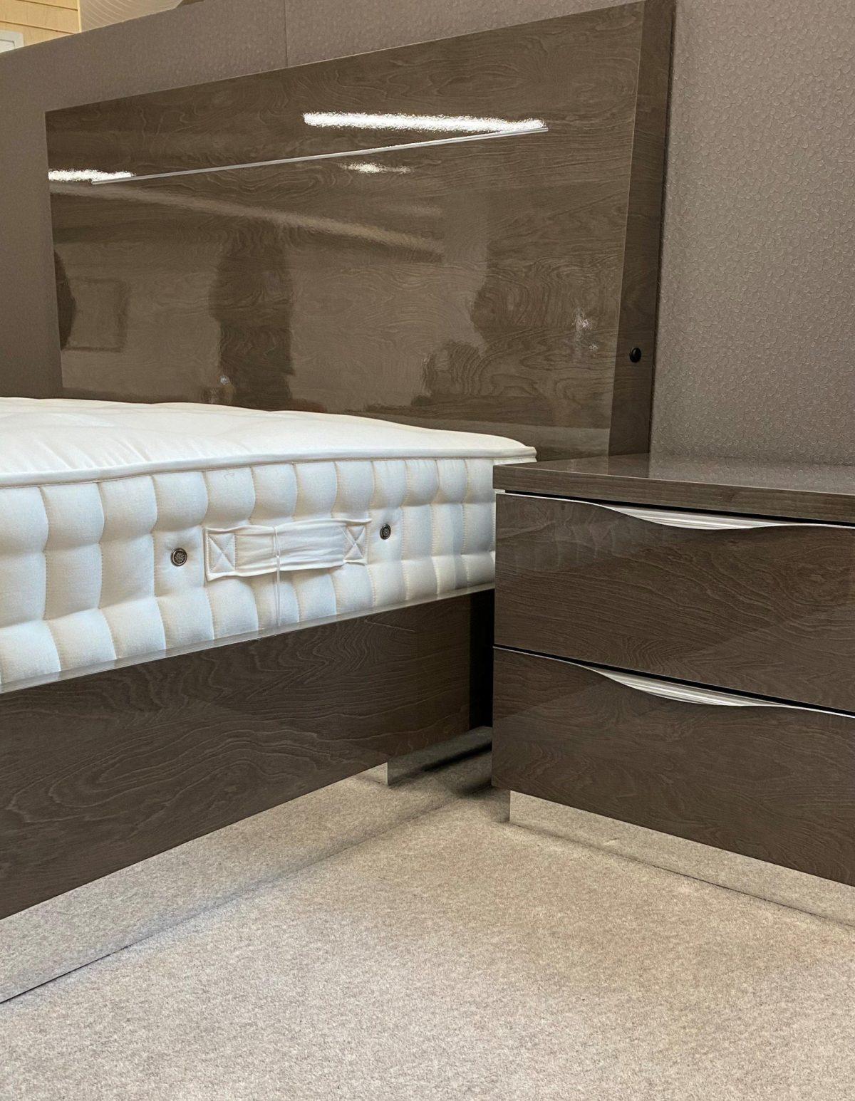 Platinum Bed Angeled Shot