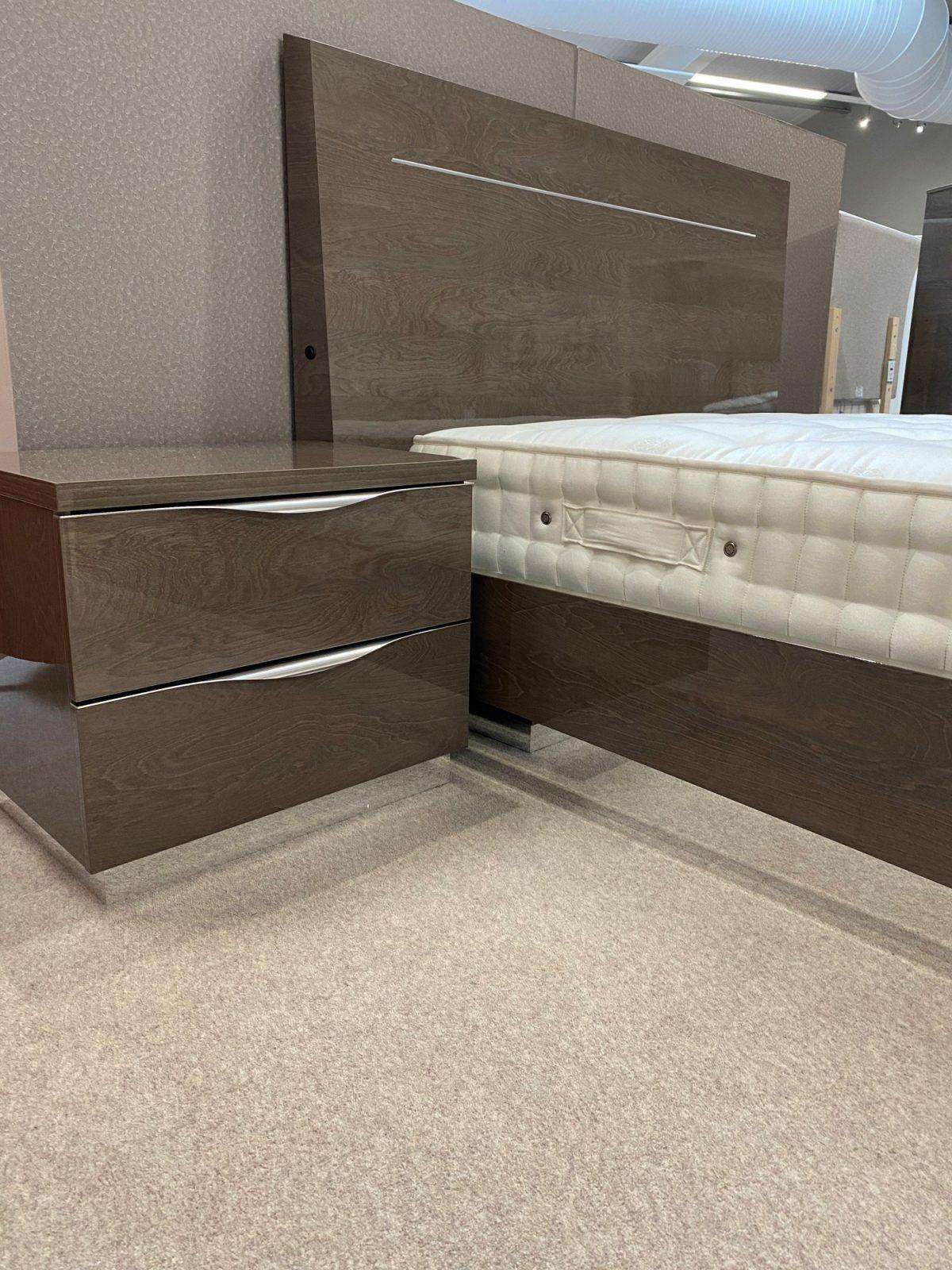 Platinum Bed Side Shot