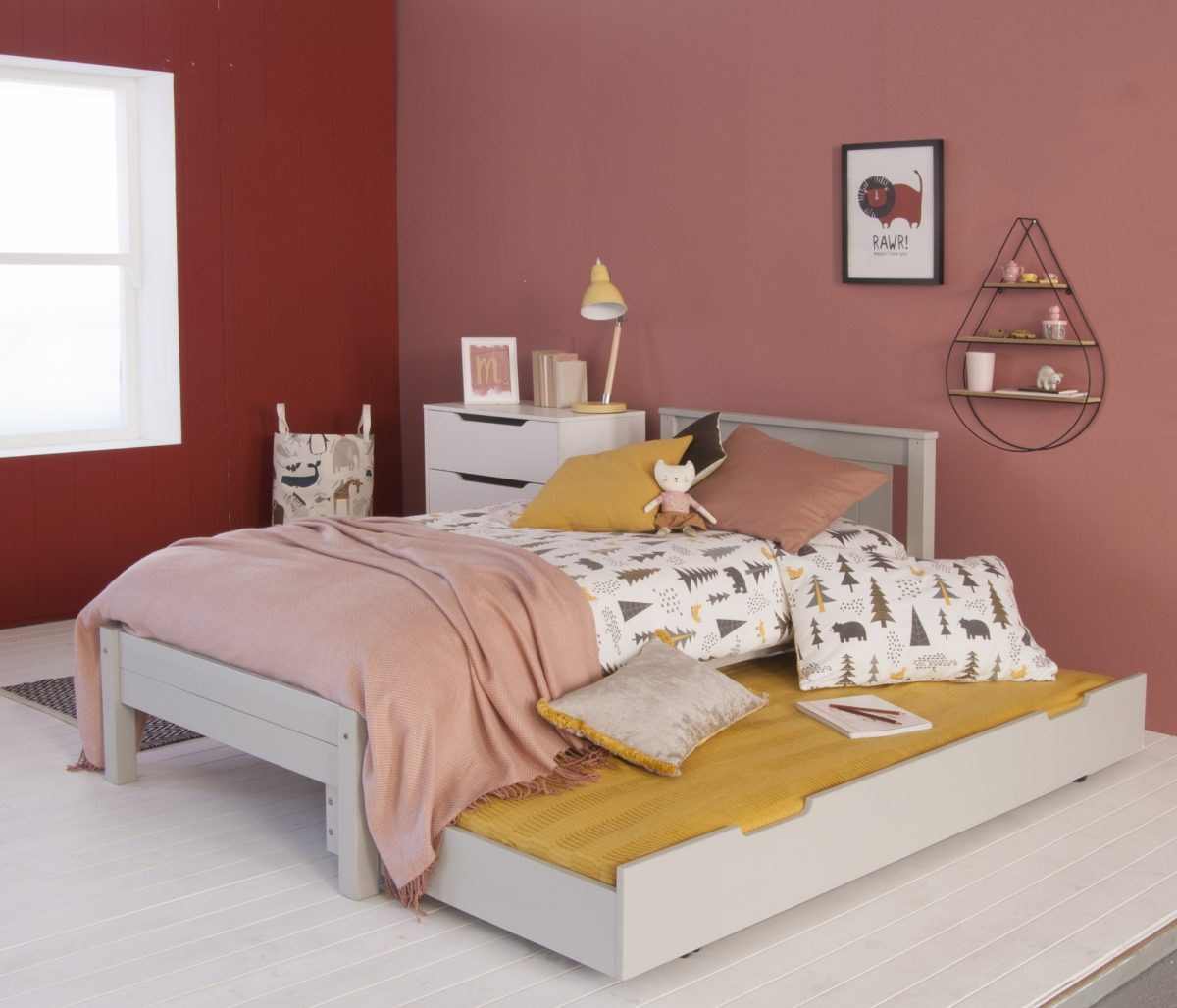 SBT006 DGR classic beech bed and trundle bed