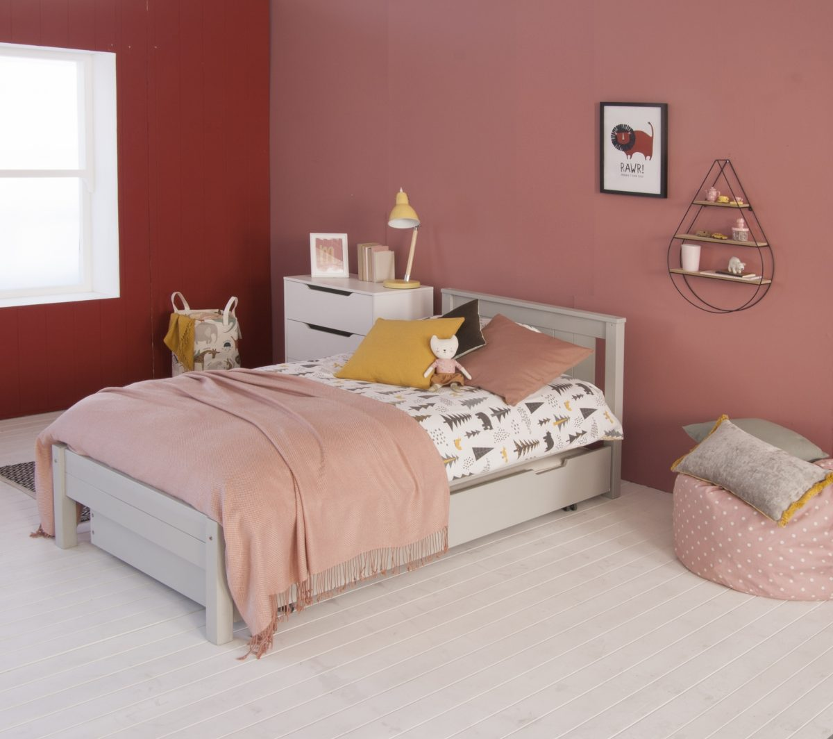 SBT006 DGR classic beech bed and trundle