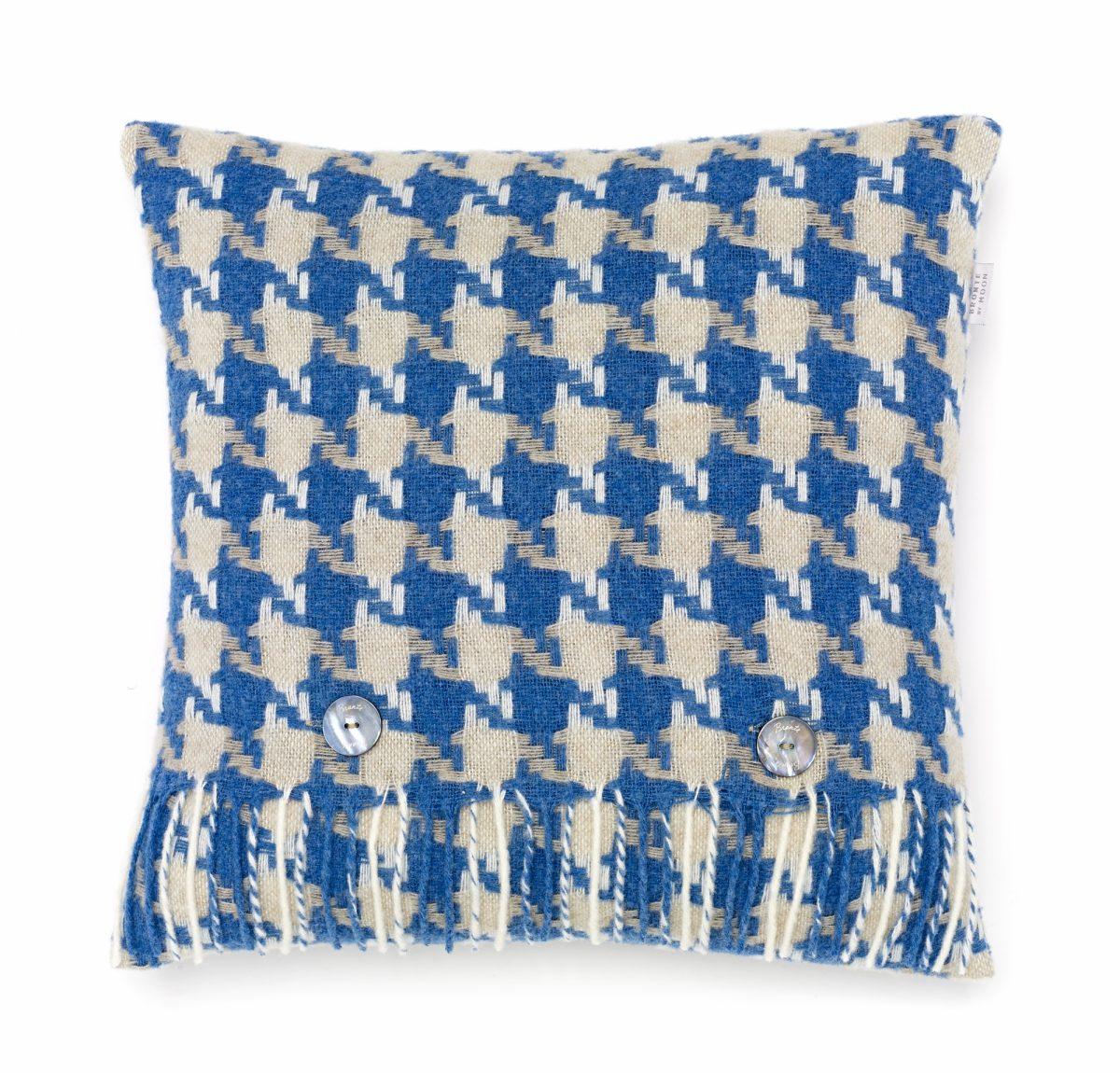 T0429 M07 LC Lambswool Houndstooth Aqua Cushion