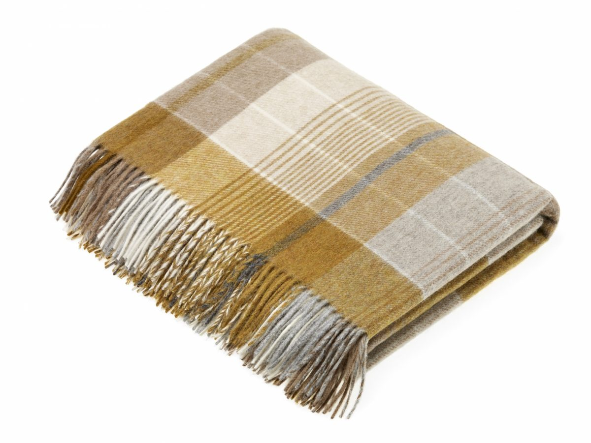 T0583 A01 Lambswool Florence Gold Throw