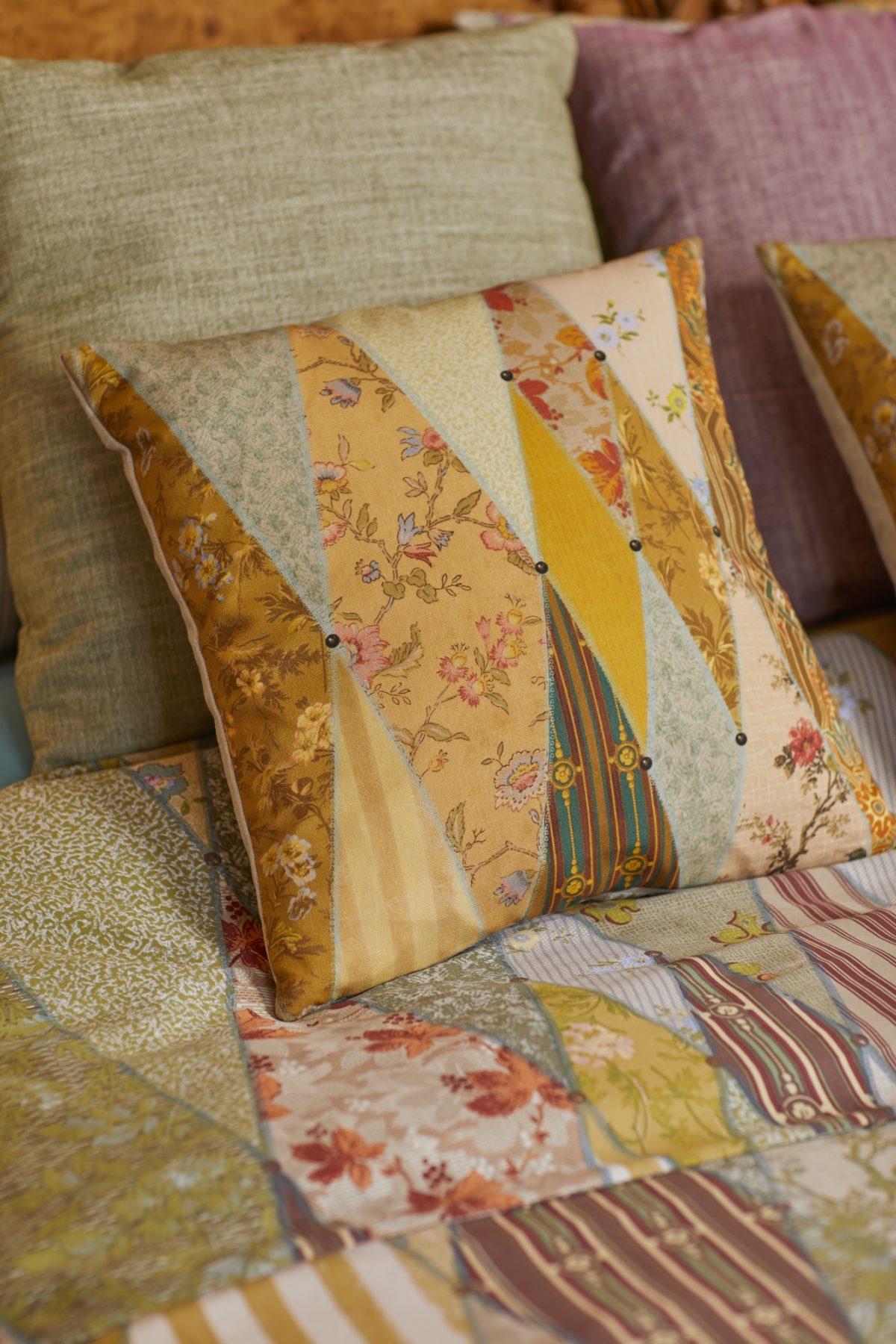 WALLPAPER MUSEUM CUSHION BED