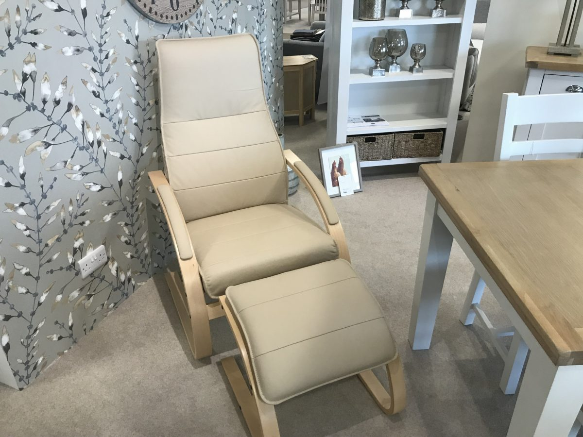 Como Chair And Footstool