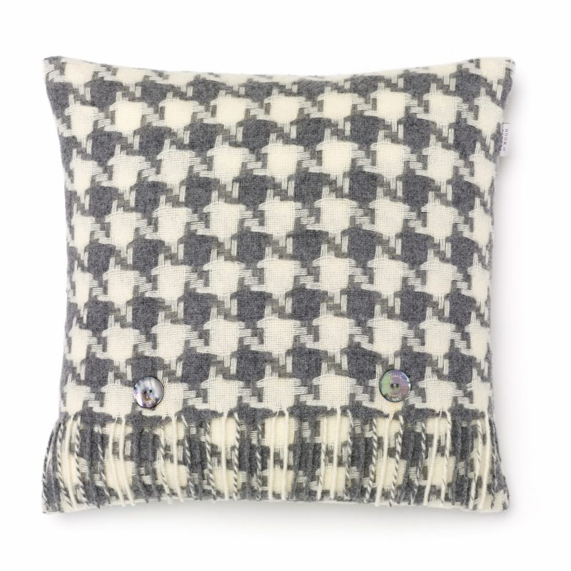 T0429 E04 LC Lambswool Houndstooth Grey Cushion