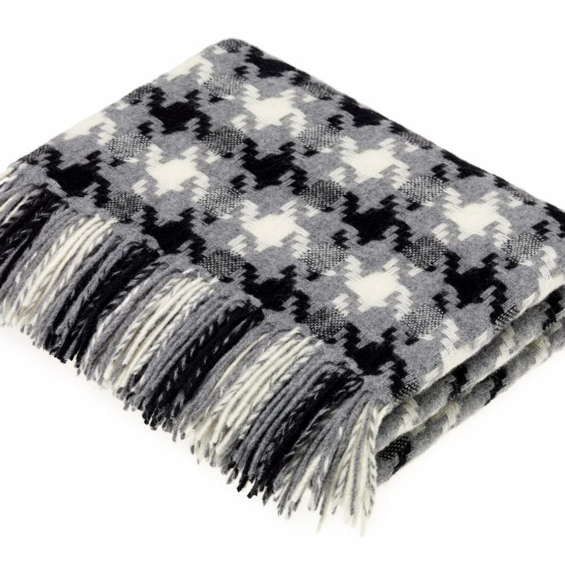 T0429 X13 Lambswool Houndstooth Charcoal Throw