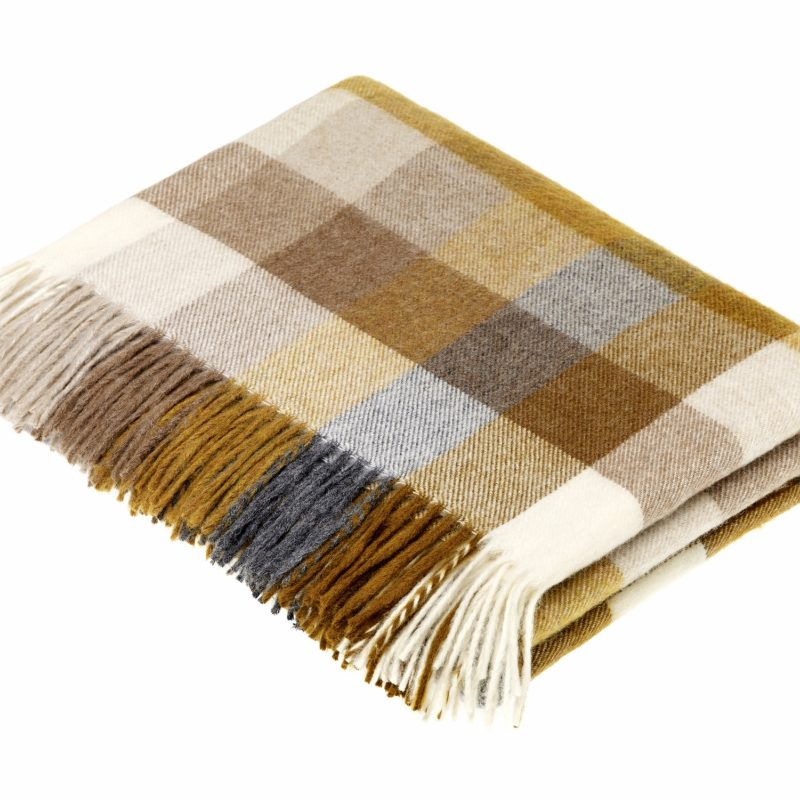 T0463 M07 Lambswool Harlequin Gold Throw