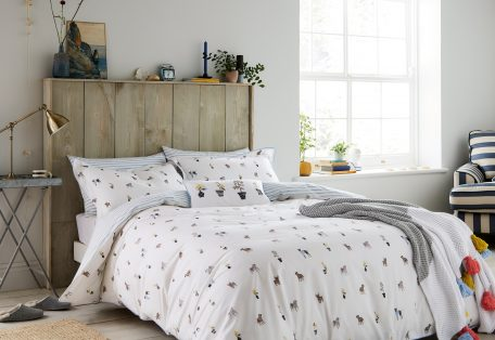 Joules Garden Dogs Main Bed Hr